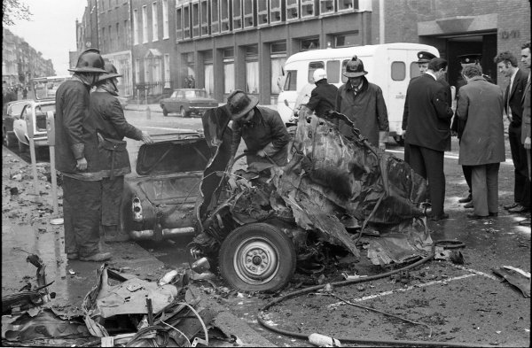 Fire and rescue services attending the explosion site at Nassau Street (Irish Photo Archive)