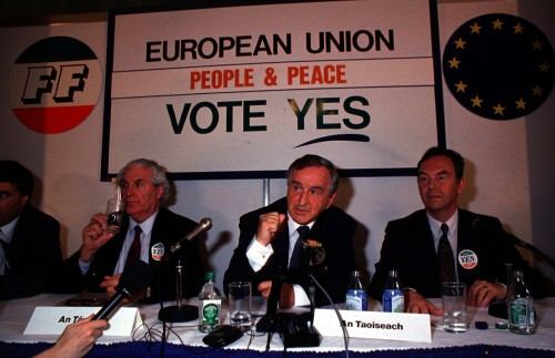 John Wilson with Taoiseach and Fianna Fail leader Albert Reynolds and Michael Woods at a press conference during the maastricht campaign. 1992 Pic Photocall Ireland
