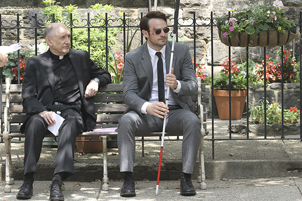 Matty Murdoch (Charlie Cox)  is offered advice from his priest in Daredevil
