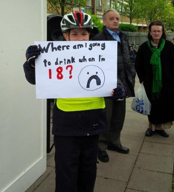 Carlton Tavern protest 18-n