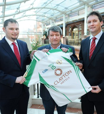 (l-r)  Josh Cameron, GM Clayton Crown hotel, with GAA London Chairman Noel O'Sullivan and Stephen McNally, Deputy CEO of Dalata Hotel Group (Photo Mal McNally)