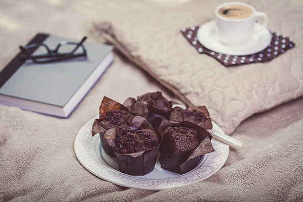 muffins and tea in bed