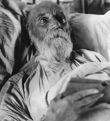 Jeremiah O'Donovan Rossa, on his death bed in New York (Photo by Topical Press Agency/Getty Images)
