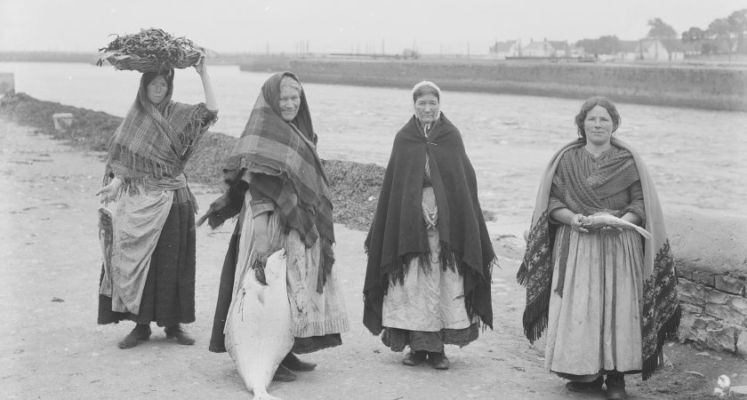 Claddagh women at the banks of Galway Bay in the village. Picture: Dick Byrne, Galway Memories