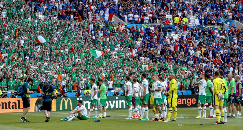 Ireland players applaud their fans following defeat to France [Picture: ©INPHO/James Crombie]