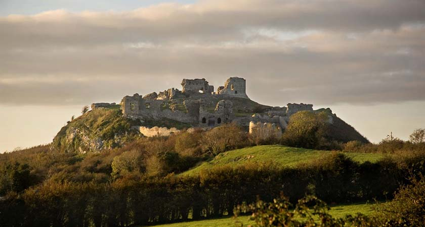 he Rock of Dunamase dates back many hundreds of years. The Rock stands 46m tall and was ideal as a defensive position with its view right up to the Slieve Bloom Mountains.
