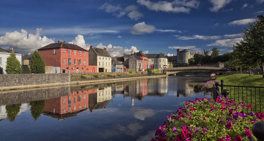 View of the River Nore with the backdrop of Kilkenny Castle in the midieval city of Kilkenny