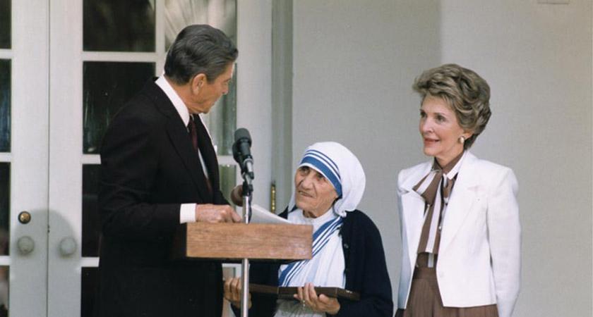 Receiving freedom medal, 1985 [Via: Wikipedia]