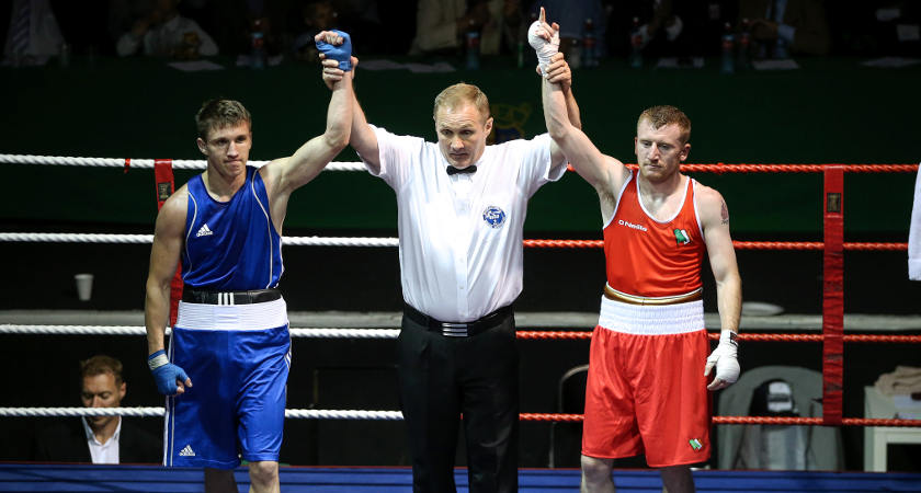 Paddy Barnes (red) in action against Russia's Vadim Kudryakov (blue) [©INPHO/Tommy Dickson]