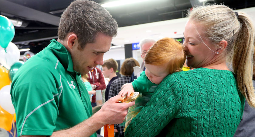 Gold medalist Jason Smyth with his wife and daughter Elise and Evie [©INPHO/James Crombie]