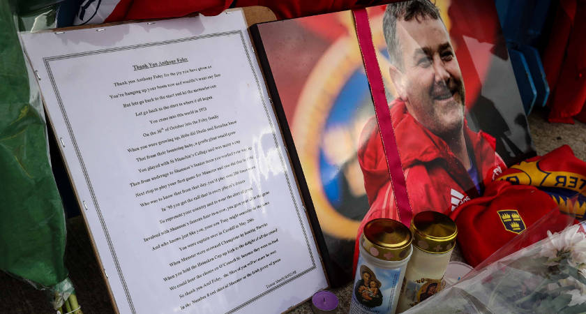 Munster Fans Pay Tribute to Anthony Foley, Thomond Park, Limerick 19/10/2016 Tributes are paid to Munster head coach Anthony Foley outside Thomond Park Mandatory Credit ©INPHO/Billy Stickland