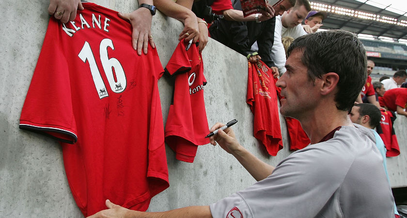 PHILADELPHIA - JULY 27: Roy Keane of Manchester United signining Autographs after a practise session at Lincoln Finacial Field on July 27, 2004 in Philadelphia, United States. (Photo by Phil Cole/Getty Images)