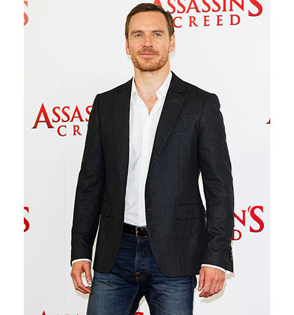 """LONDON, ENGLAND - DECEMBER 08: Michael Fassbender attends the """"Assassin's Creed"""" photocall at Claridges Hotel on December 8, 2016 in London, England. (Photo by Tristan Fewings/Getty Images)"""
