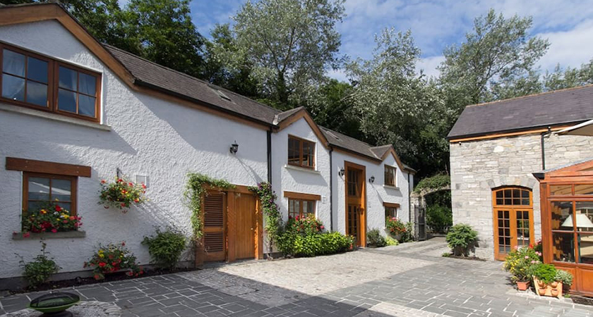 The Old World Converted Stable Yard located minutes from Dublin City in Phoenix Park. (Picture: Airbnb)