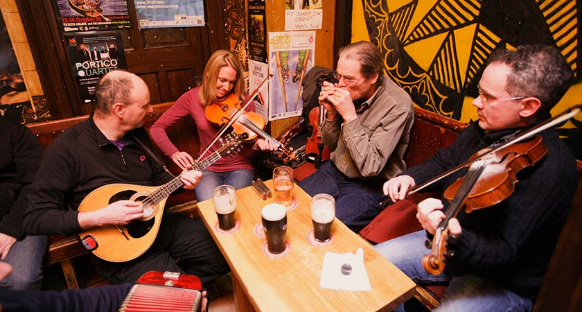 A traditional music seisún going at full throttle (Picture: Tourism Ireland)