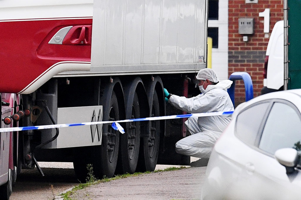 39 dead bodies found in lorry container in the UK